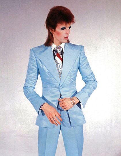 David-Bowie-ice-blue-suit-Freddie-Burretti_dezeen